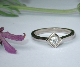 18ct White Gold Solitaire Diamond Ring using pave setting.